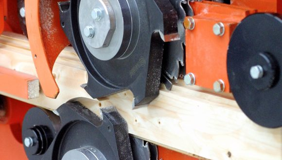 Wood profiling machine